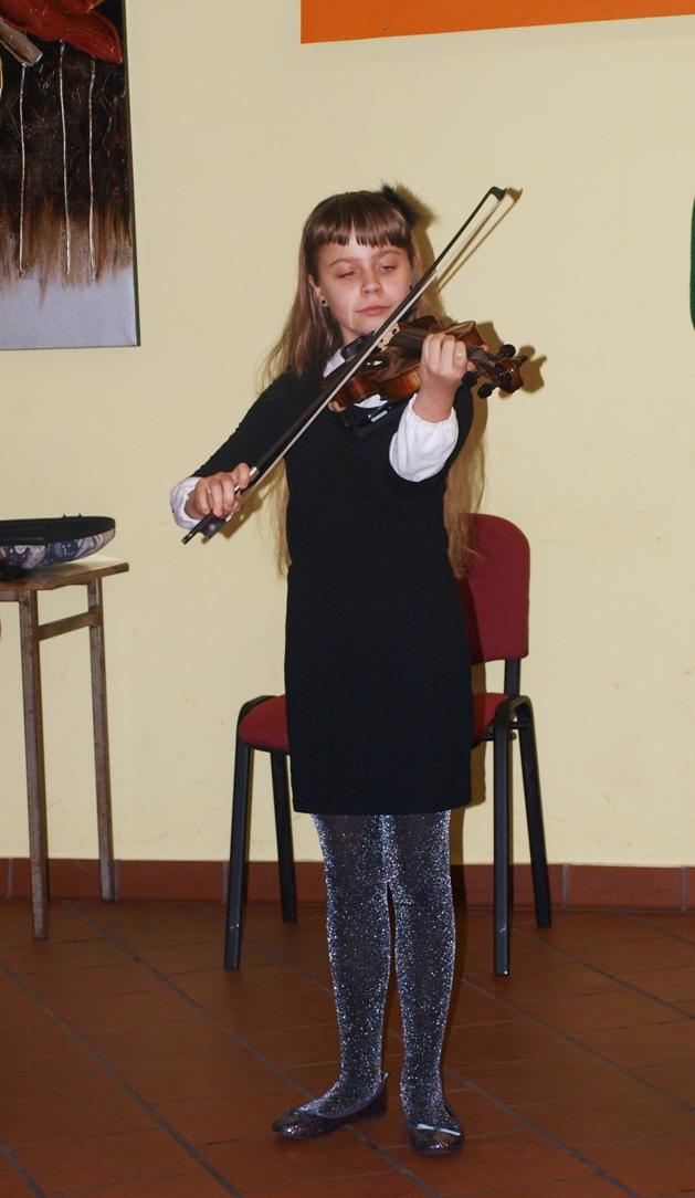Julia-Szypuła-na-skrzypcach.JPG