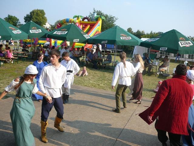 Tance-z-epoki-sredniowiecza-wzbudziły-duze-zainteresowanie.JPG