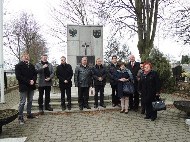 Delegacja-z-Niemiec-na-cmentarzu-WP.JPG